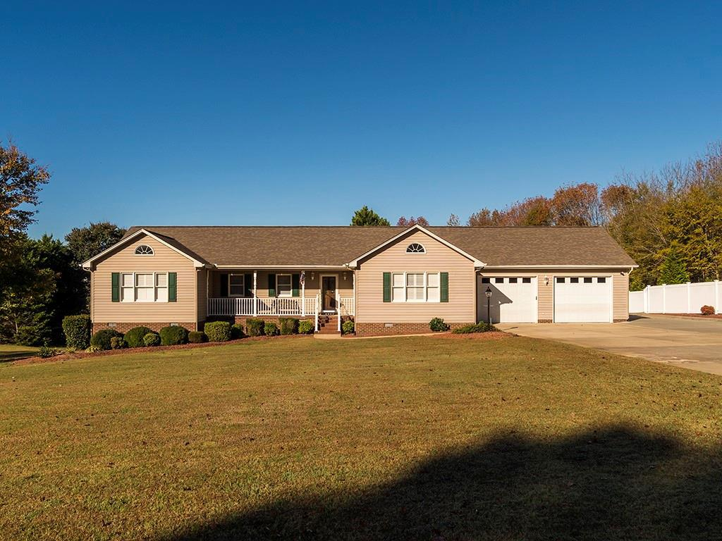 Photo of home for sale at 1707 Jimmie Kerr Road, Haw River NC