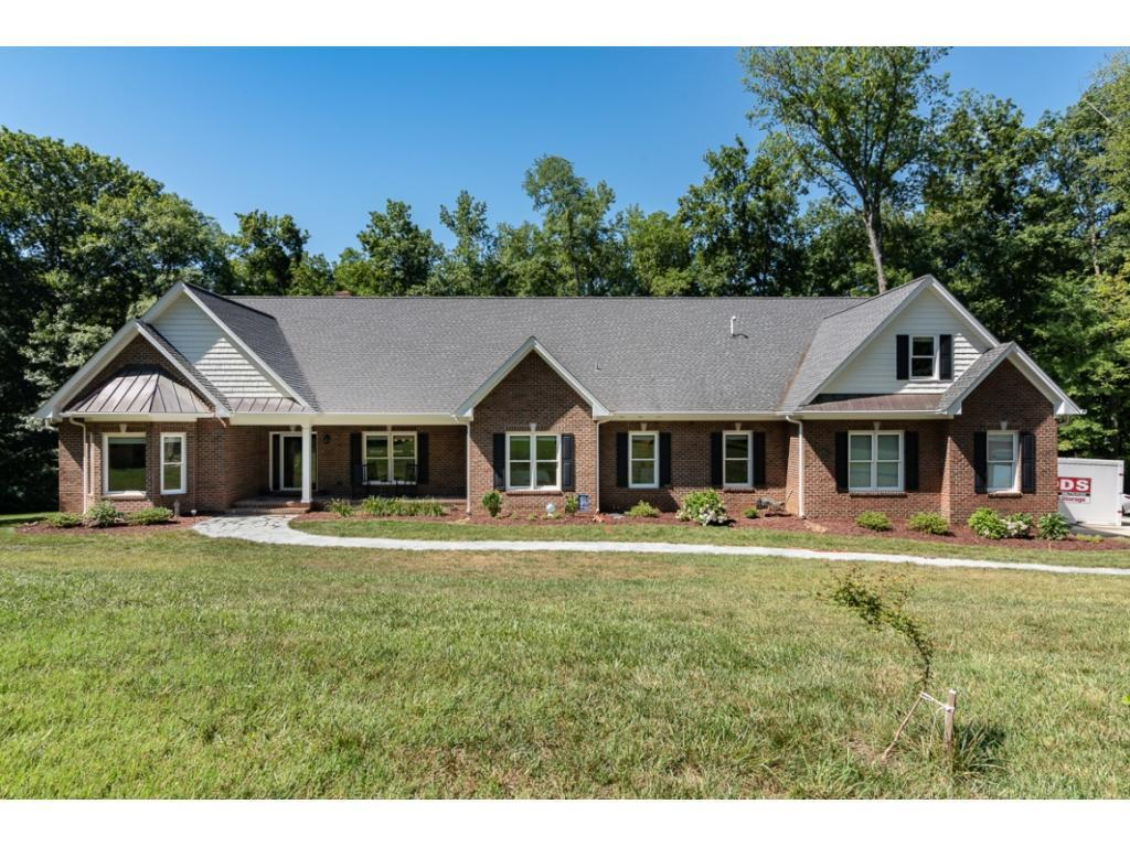 Photo of home for sale at 2389 Nc Highway 62 N, Burlington NC