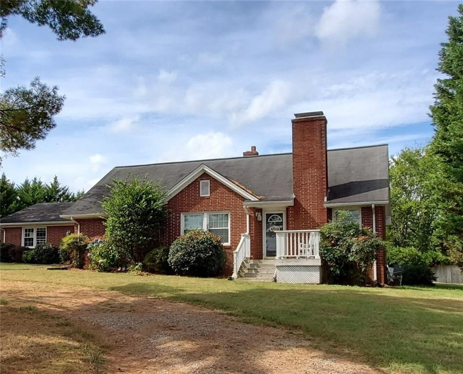 Photo of home for sale at 2877 Boy Wood Road, Graham NC