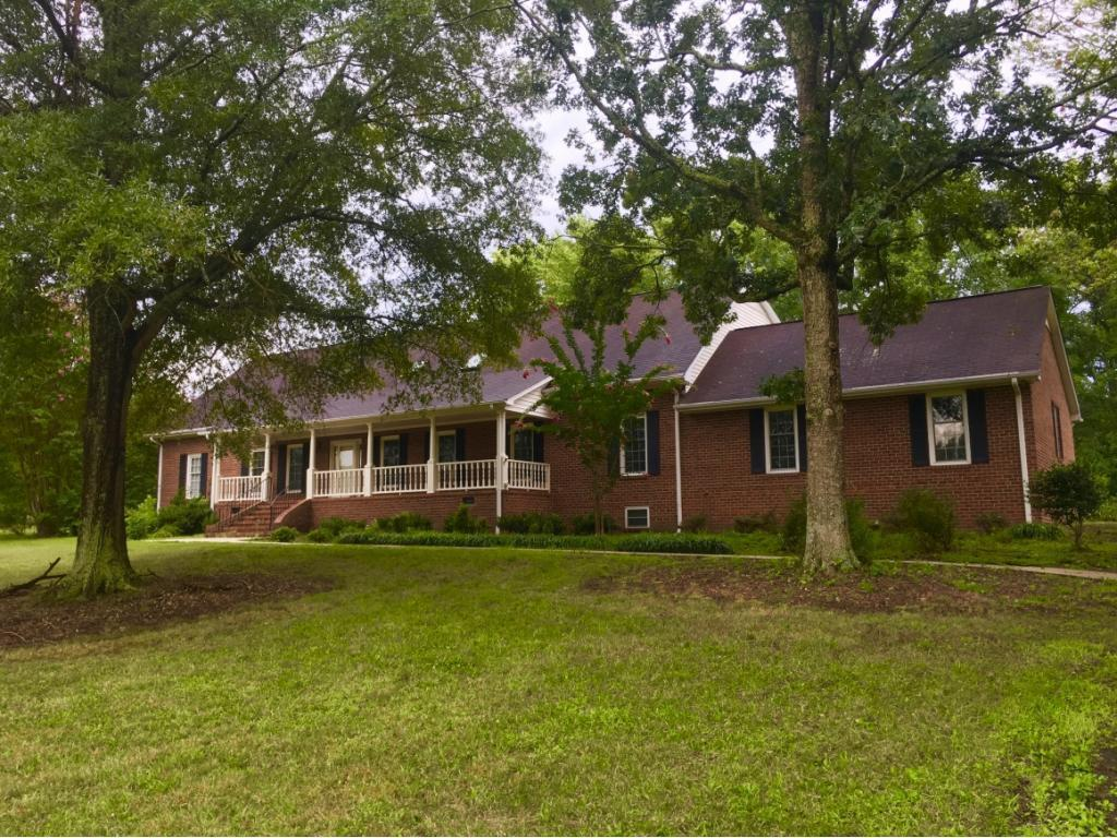 Photo of home for sale at 1750 Power Line Road, Elon NC