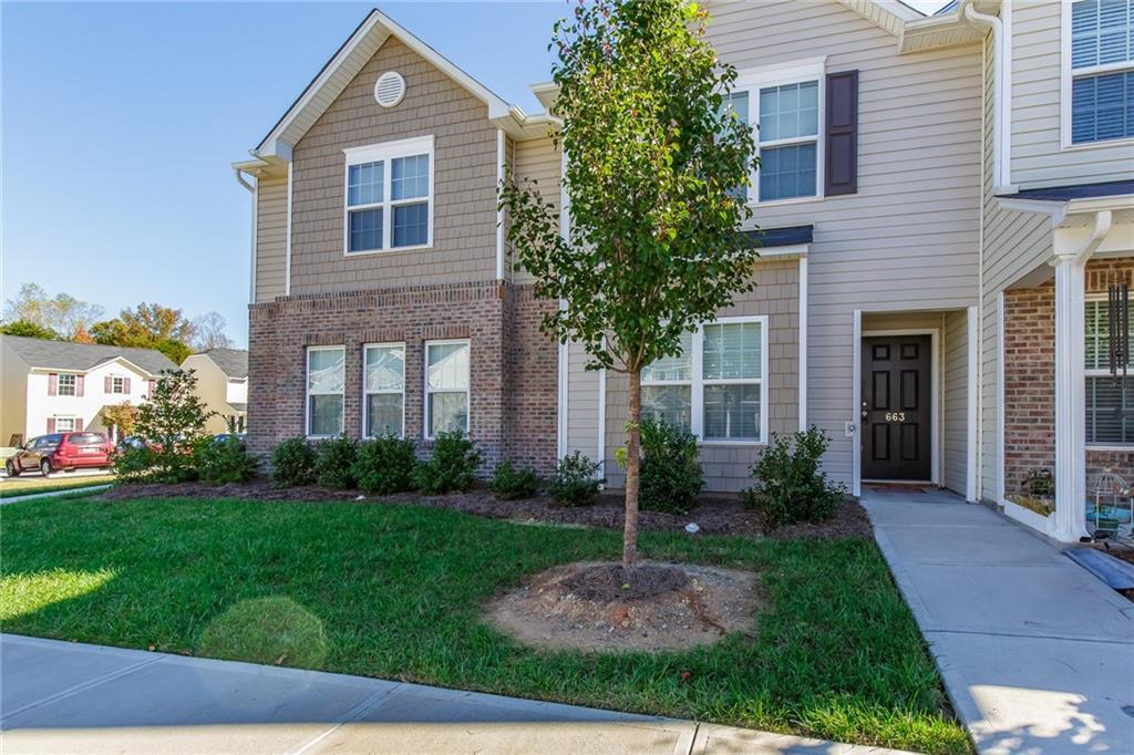 Photo of home for sale at 663 Cairn Circle, Burlington NC
