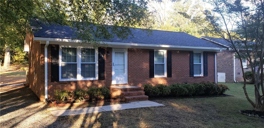 Photo of home for sale at 1329 Springdale Drive, Burlington NC