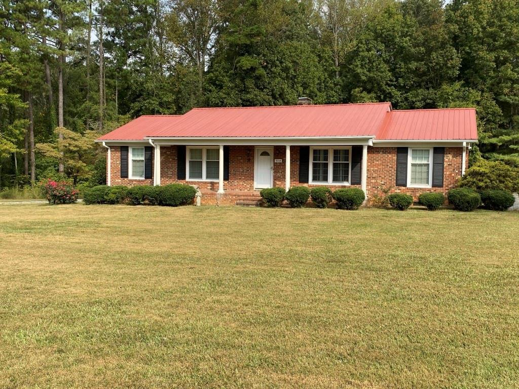 Photo of home for sale at 3214 Mount Willen Road, Haw River NC