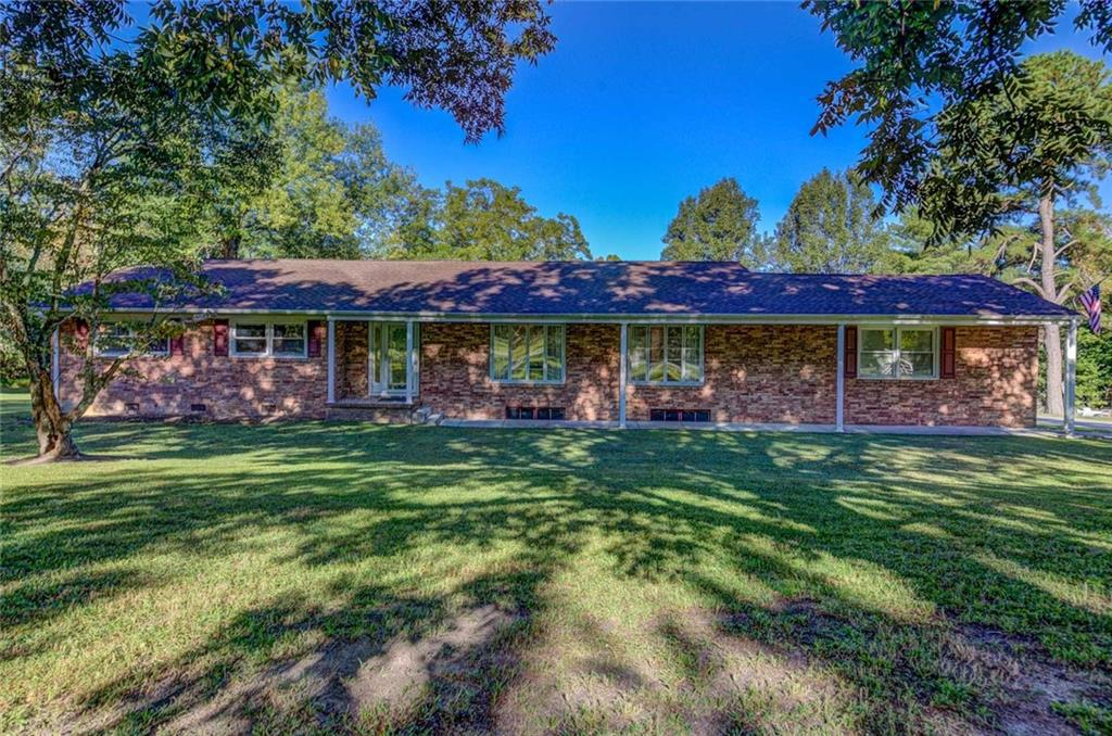 Photo of home for sale at 6848 Nc Highway 62 N, Burlington NC