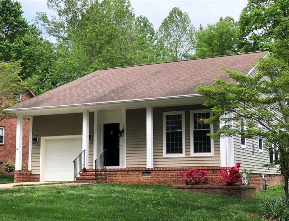 Photo of home for sale at 6 Willow Oak Street, Elon NC