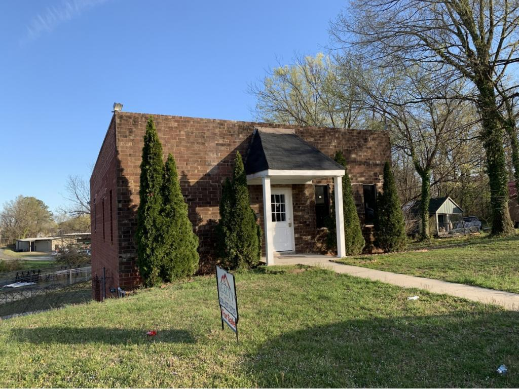 Photo of home for sale at 127 Flushing Street, Burlington NC