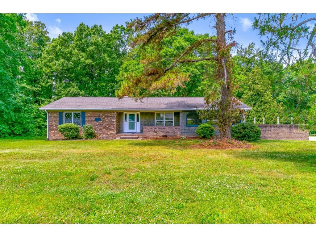 Photo of home for sale at 5407 Eastcrest Road, McLeansville NC