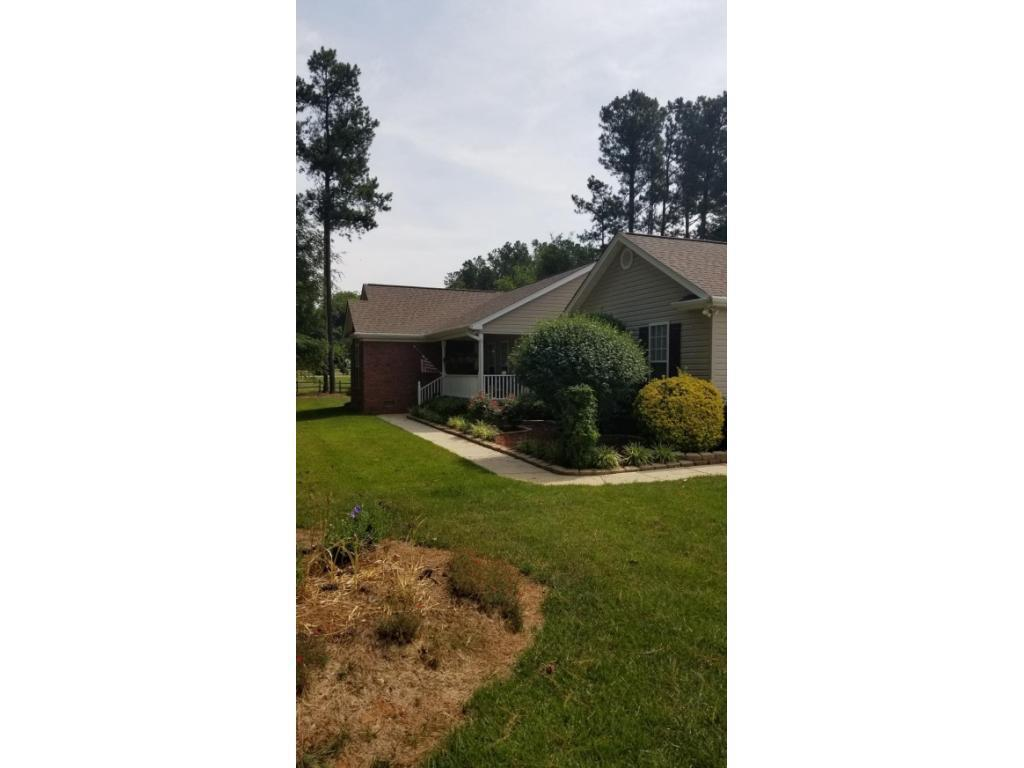 Photo of home for sale at 1621 Berry Lane, Pleasant Garden NC