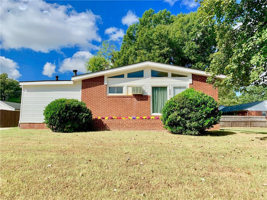 Photo of home for sale at 506 Cameron Road, Graham NC