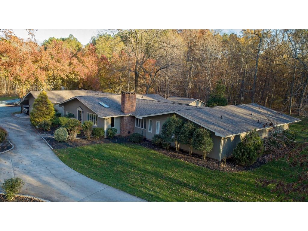 Photo of home for sale at 533 Nc Highway 61, Whitsett NC