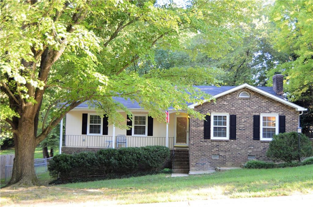 Photo of home for sale at 2905 Regents Park Lane, Greensboro NC