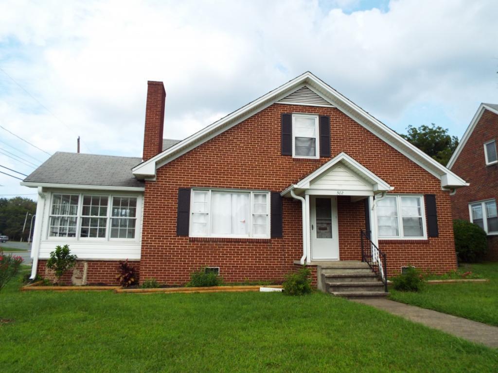 Photo of home for sale at 502 Maple Avenue, Burlington NC
