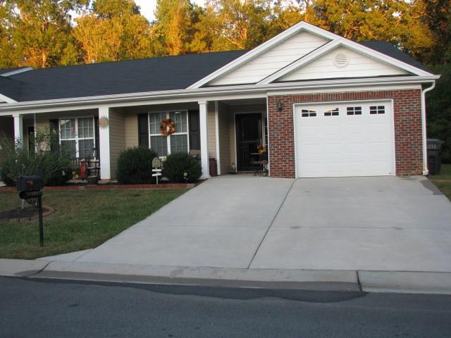 Photo of home for sale at 684 Breckinridge Drive, Haw River NC
