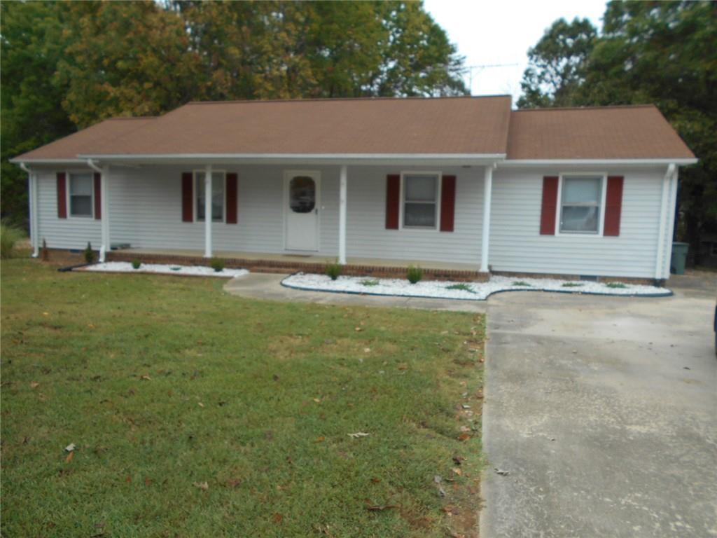 Photo of home for sale at 1529 Rogers Road, Graham NC