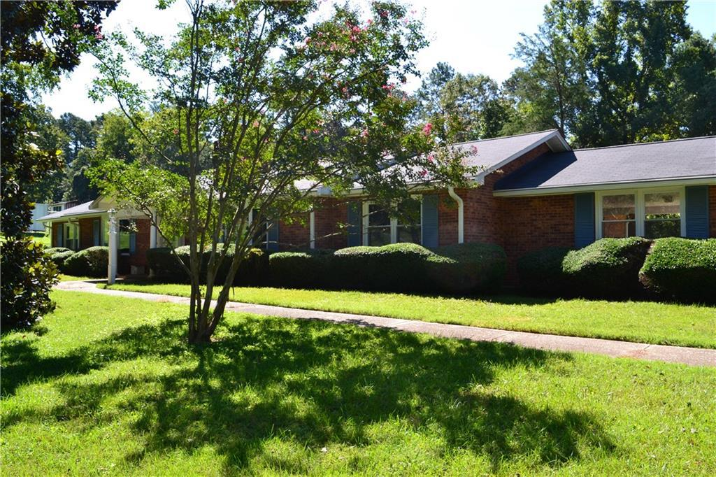 Photo of home for sale at 7050 Kenbridge Drive, Clemmons NC