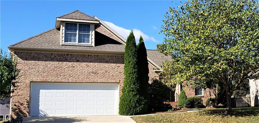 Photo of home for sale at 6706 Centerville Court, Whitsett NC