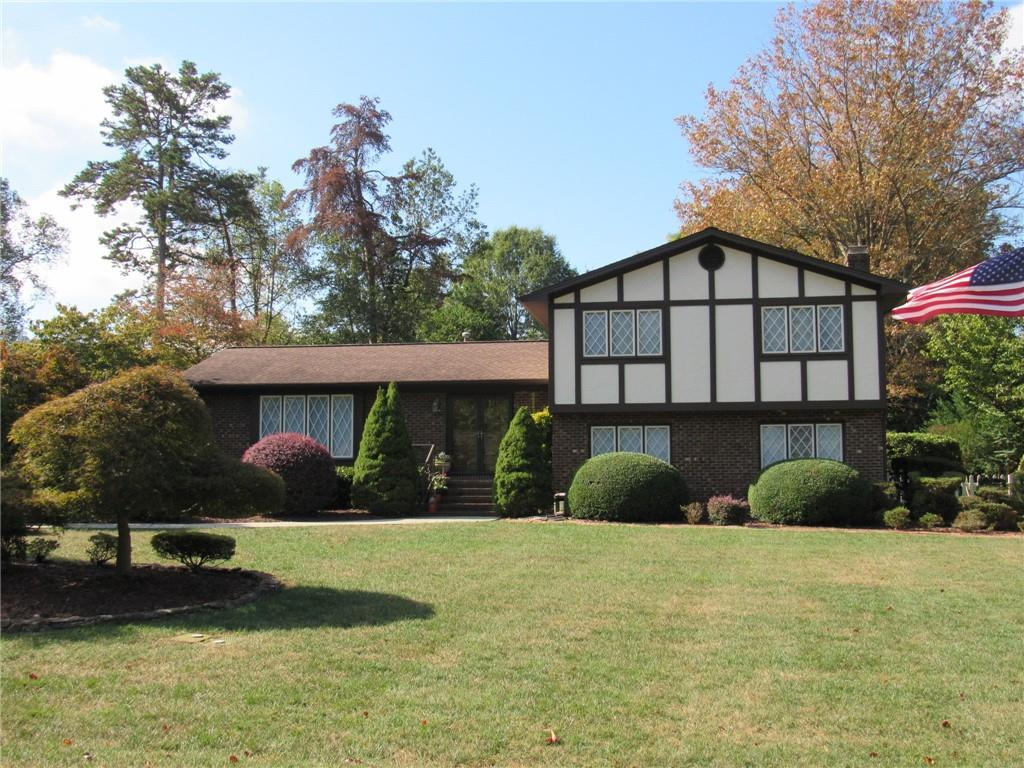 Photo of home for sale at 103 Timberlake Drive, Elon NC