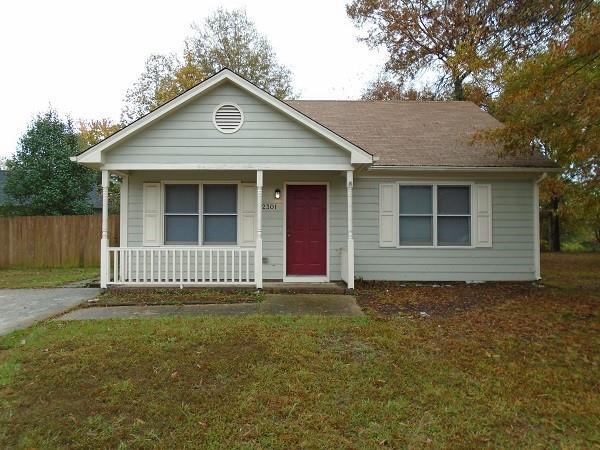 Photo of home for sale at 2301 Pineknoll Terrace, Burlington NC