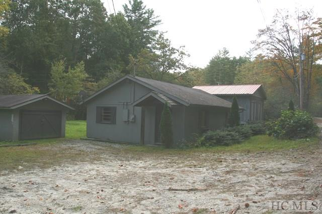 Photo of home for sale at 204 Lance Road, Cashiers NC