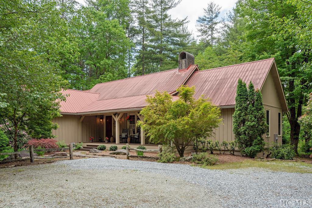 Photo of home for sale at 659/661 Lost Cove Road, Cashiers NC