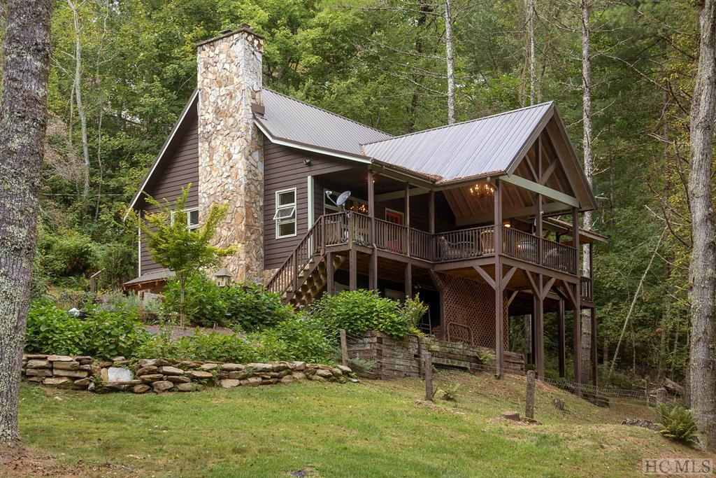 Photo of home for sale at 340 Caribou Mountain Road, Cullowhee NC