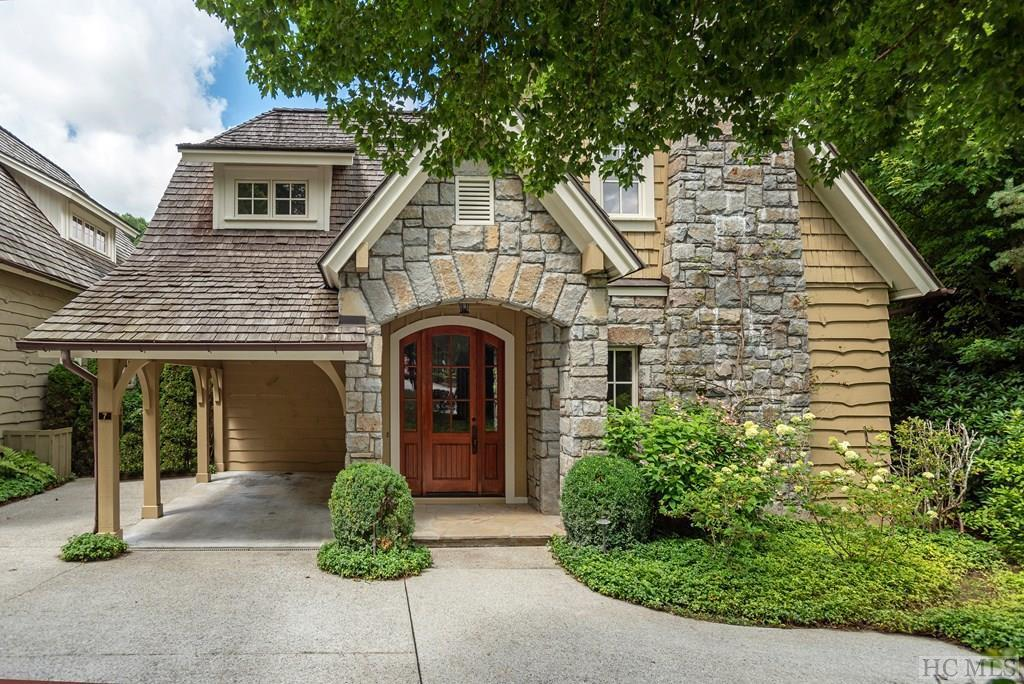 Photo of home for sale at 7 Satulah Road, Highlands NC