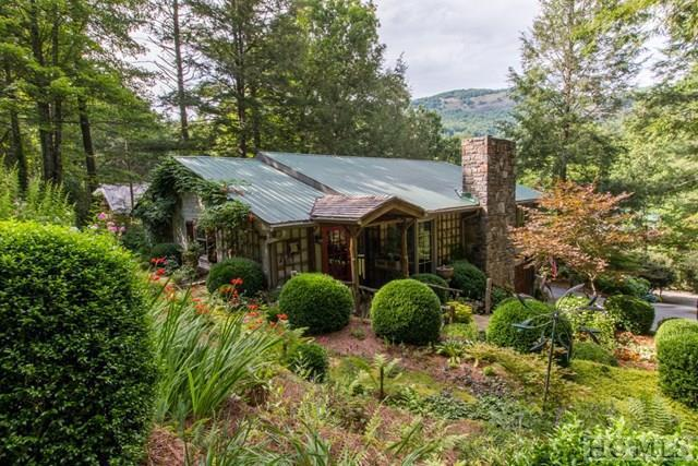 Photo of home for sale at 549 Lance Road, Cashiers NC