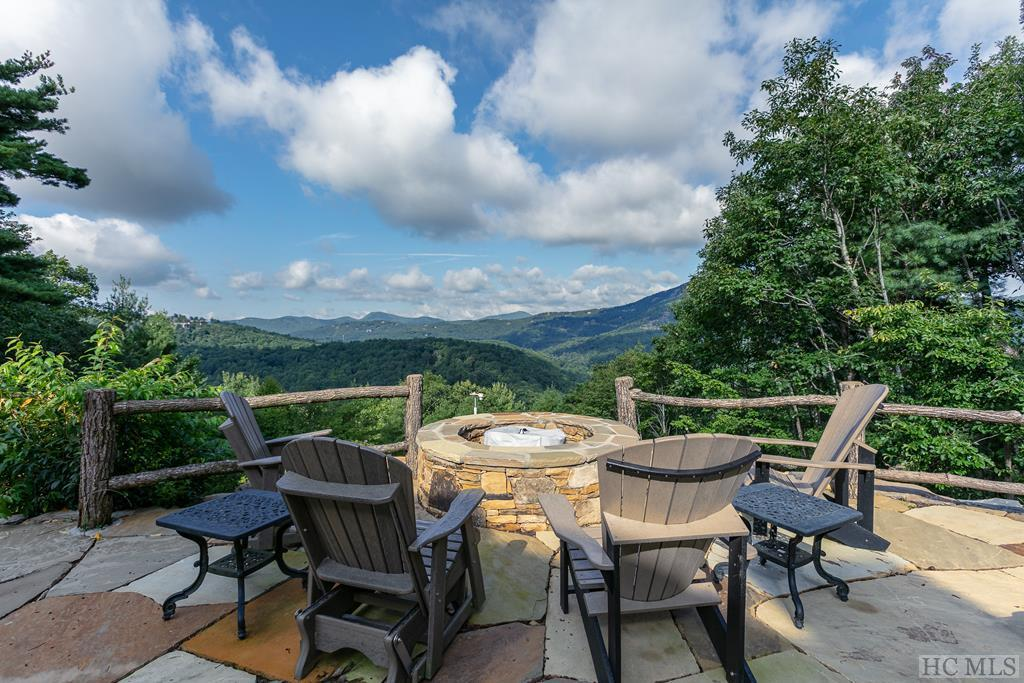 Photo of home for sale at 505 Parsons View, Cashiers NC