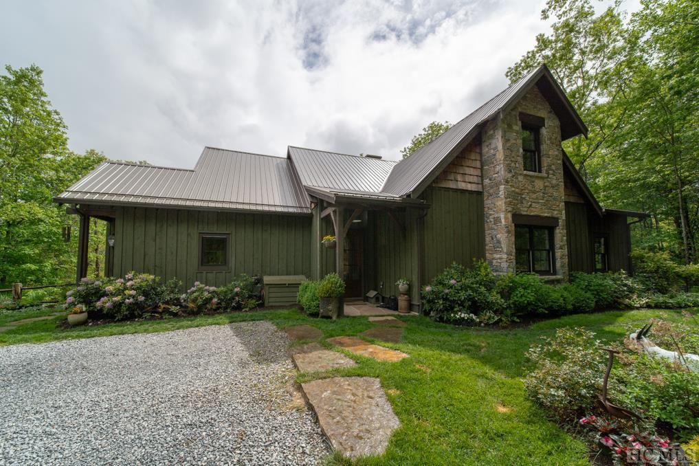 Photo of home for sale at 992 Found Forest Road, Cashiers NC