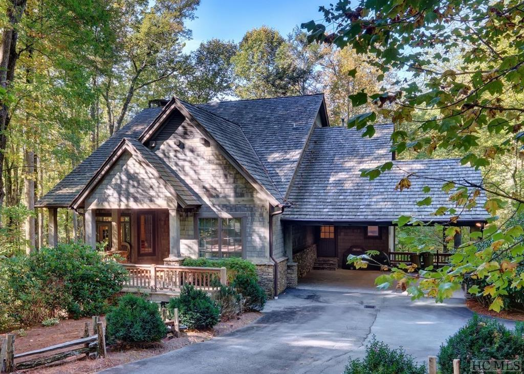 Photo of home for sale at 45 Mayapple Road, Cashiers NC
