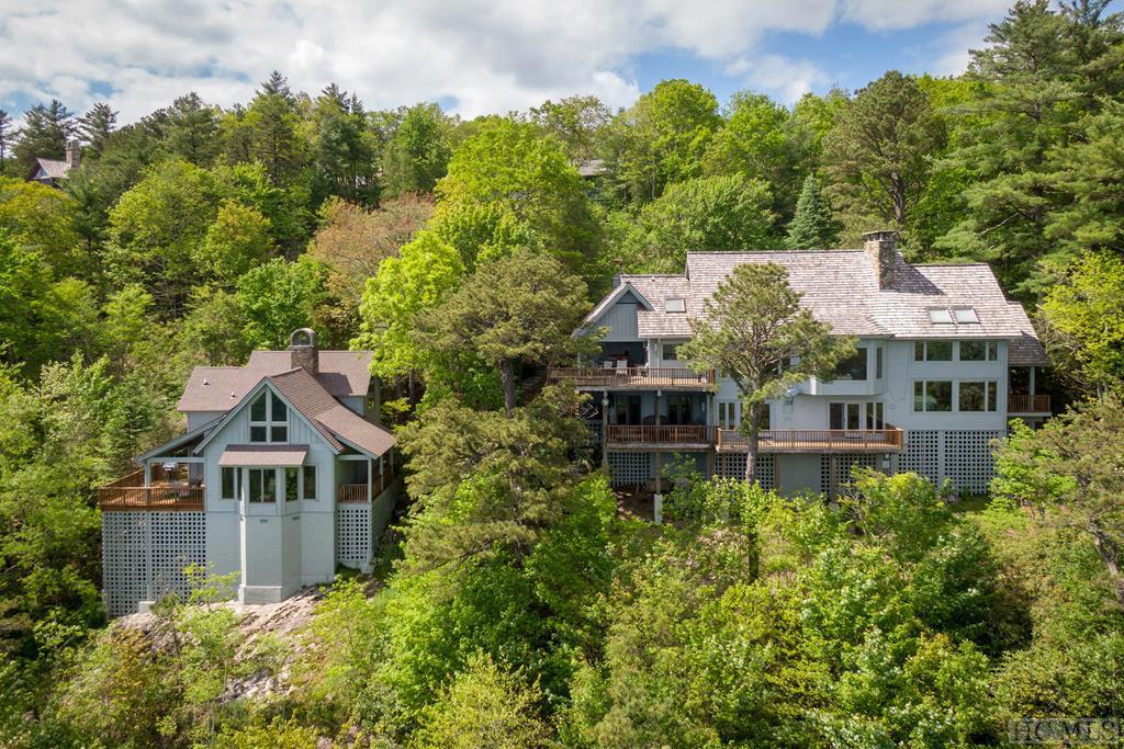 Photo of home for sale at 25 Rambouillet Road, Cashiers NC