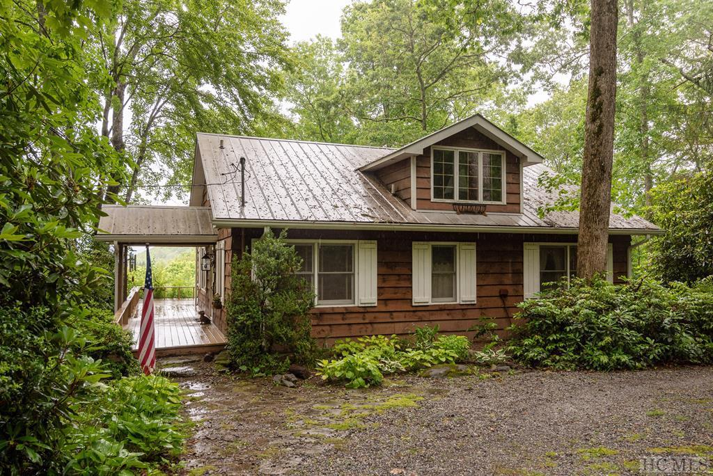 Photo of home for sale at 75 Mill Creek Road, Cullowhee NC