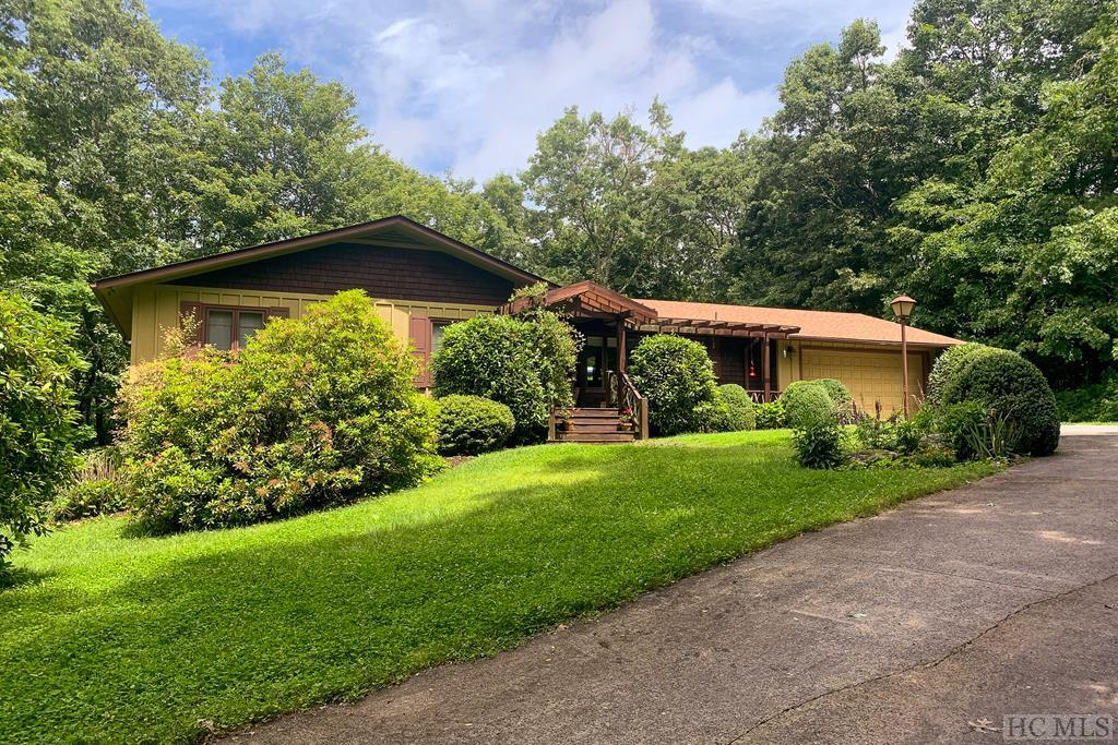 Photo of home for sale at 151 Reindeer Trail, Cashiers NC