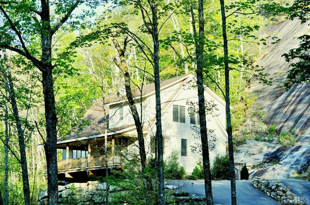 Photo of home for sale at 277 Toll House Lane, Cashiers NC