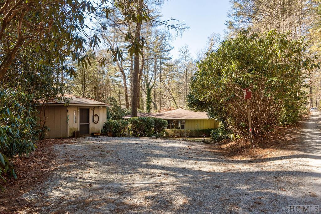 Photo of home for sale at 33 Decoy Ridge, Cashiers NC