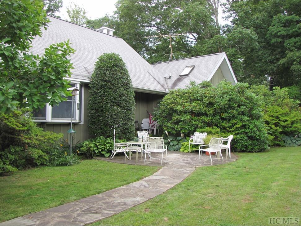 Photo of home for sale at 119 New Morning Lane, Cashiers NC