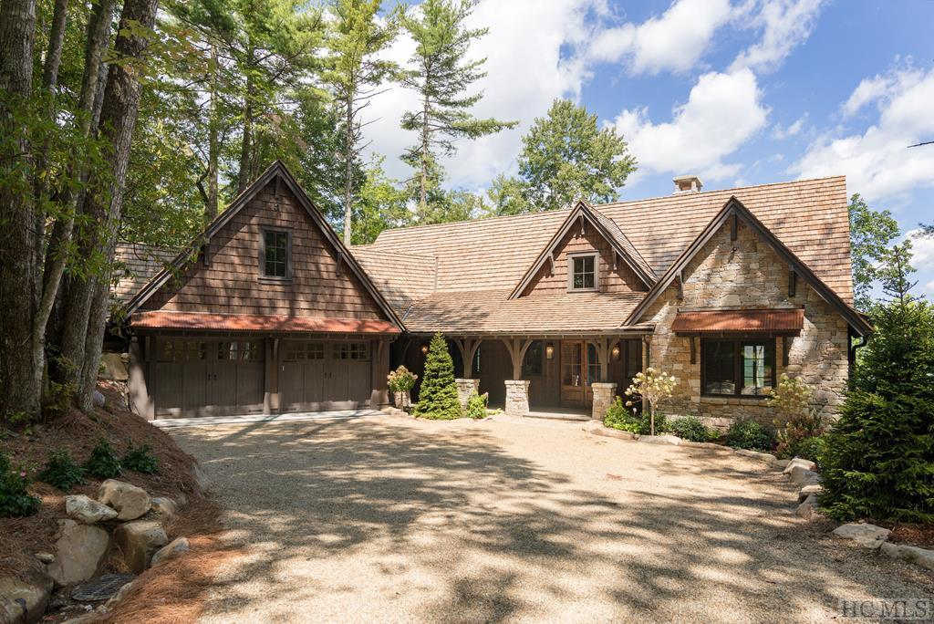 Photo of home for sale at 273 Ledgeview Road, Cashiers NC