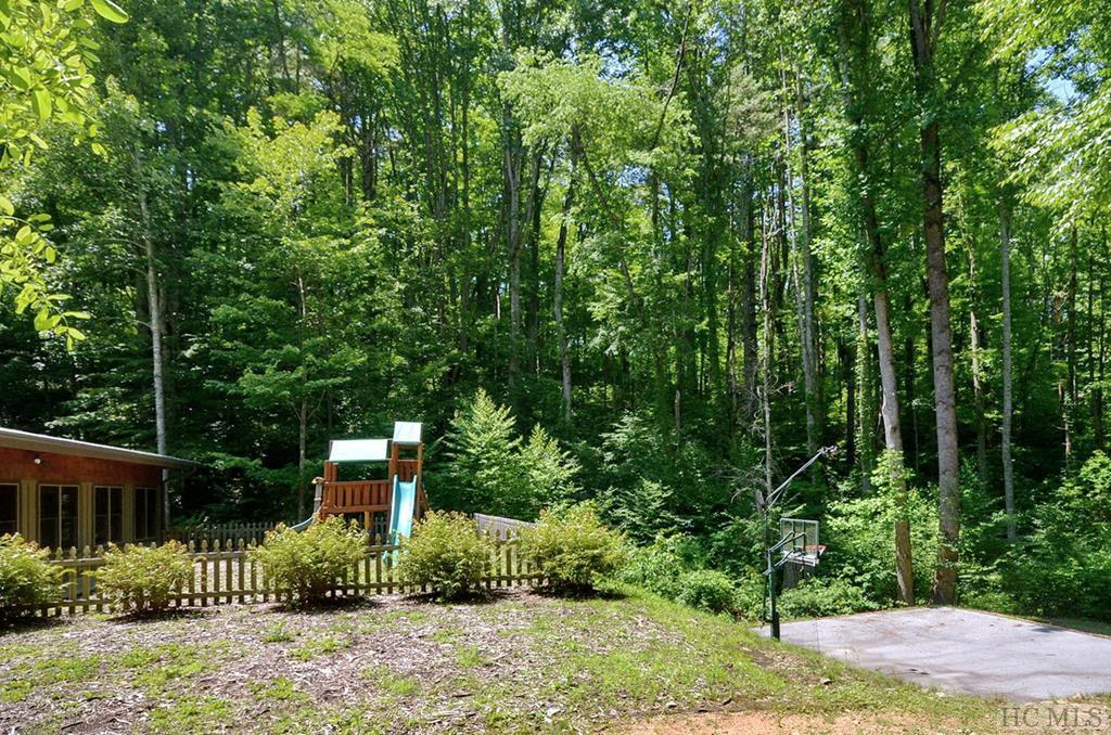 Photo of home for sale at 152 Park View Lane, Cullowhee NC
