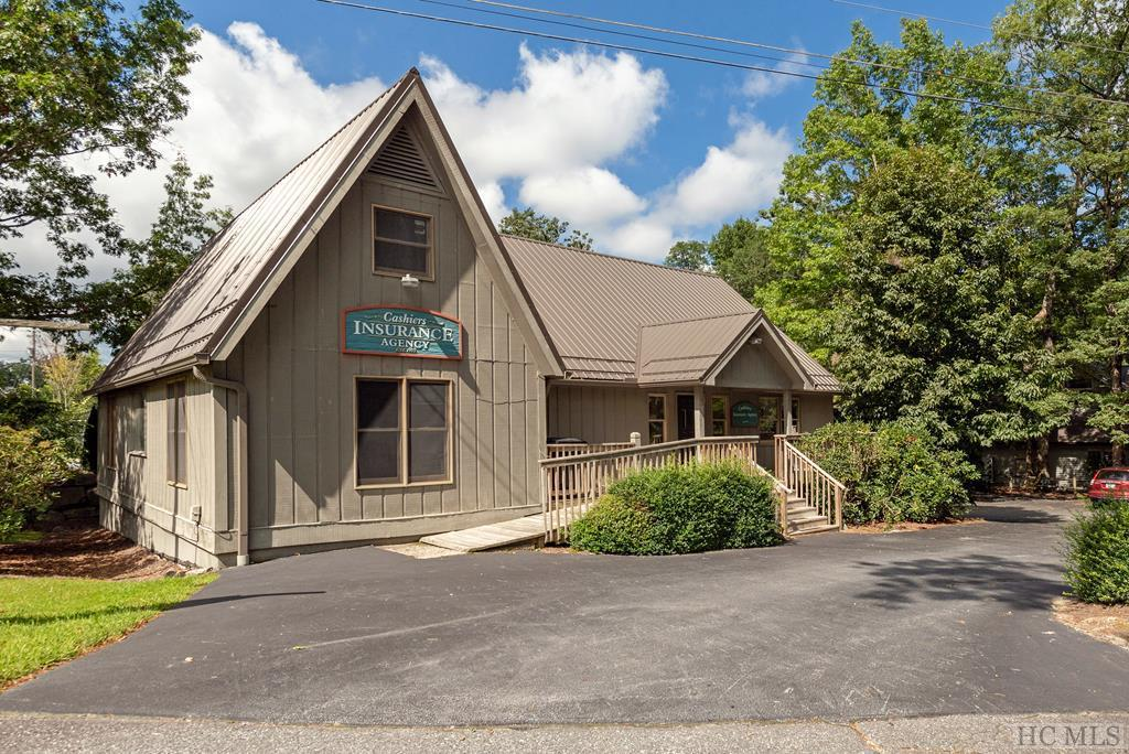 Photo of home for sale at 7 Lance Road, Cashiers NC