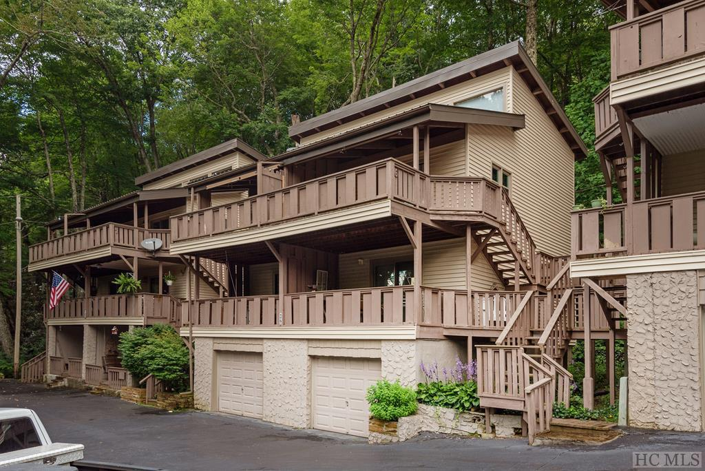 Photo of home for sale at 175 Hawks Nest Lane, Highlands NC