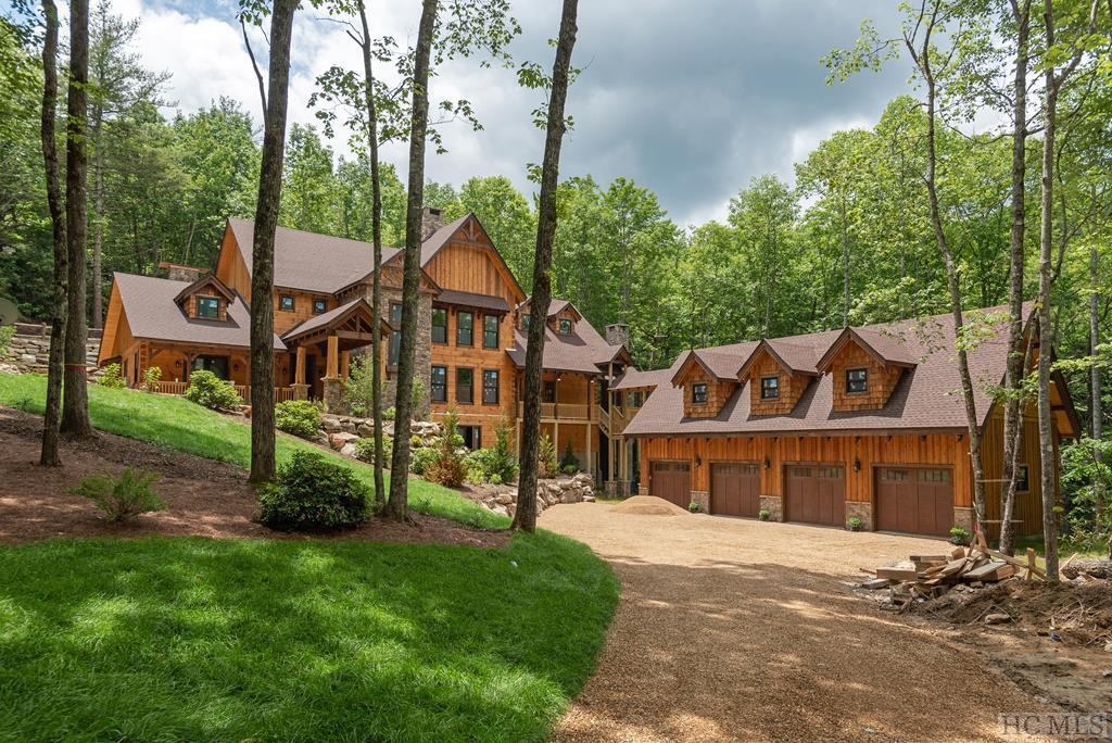 Photo of home for sale at 564 West Rochester Drive, Cashiers NC