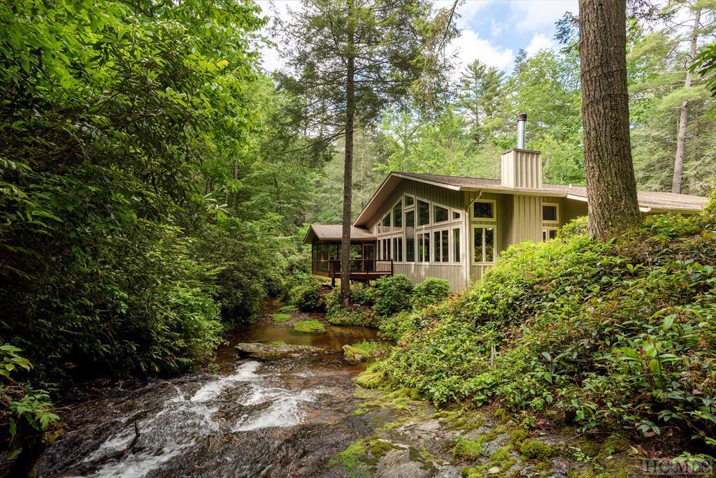 Photo of home for sale at 152 Sunrise Ridge Court, Sapphire NC