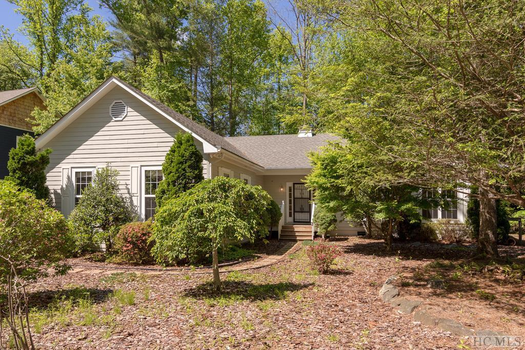 Photo of home for sale at 294 Needlepine Lane, Sapphire NC