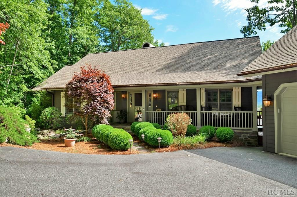 Photo of home for sale at 688 W Rochester Drive, Cashiers NC