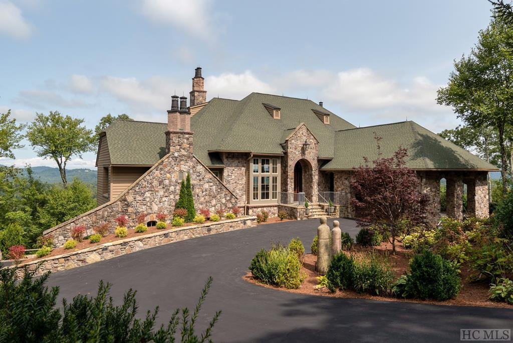 Photo of home for sale at 668 Old Wagon Trail, Highlands NC