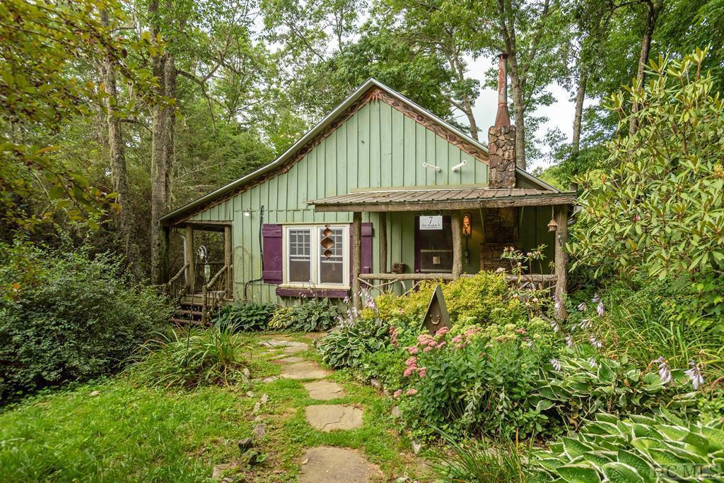 Photo of home for sale at 7 Glen Meadow Trail, Glenville NC