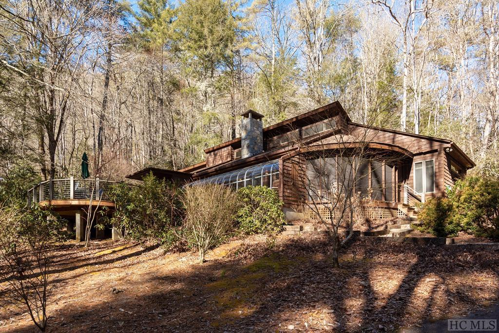 Photo of home for sale at 906 Cherokee Trail, Sapphire NC