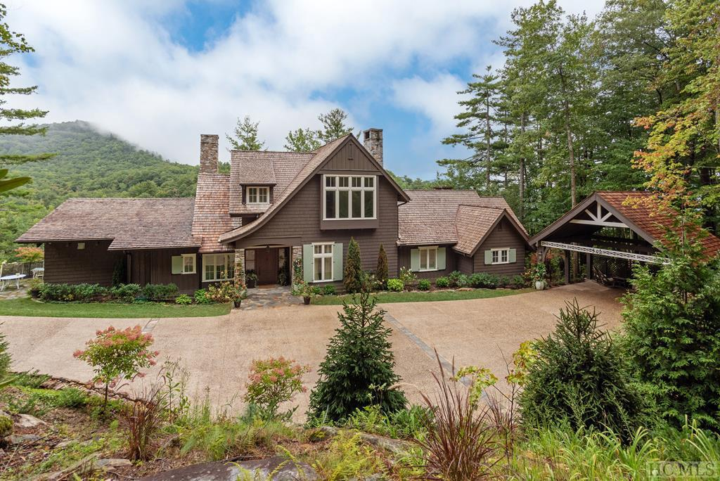 Photo of home for sale at 465 Gristmill Ridge, Cashiers NC
