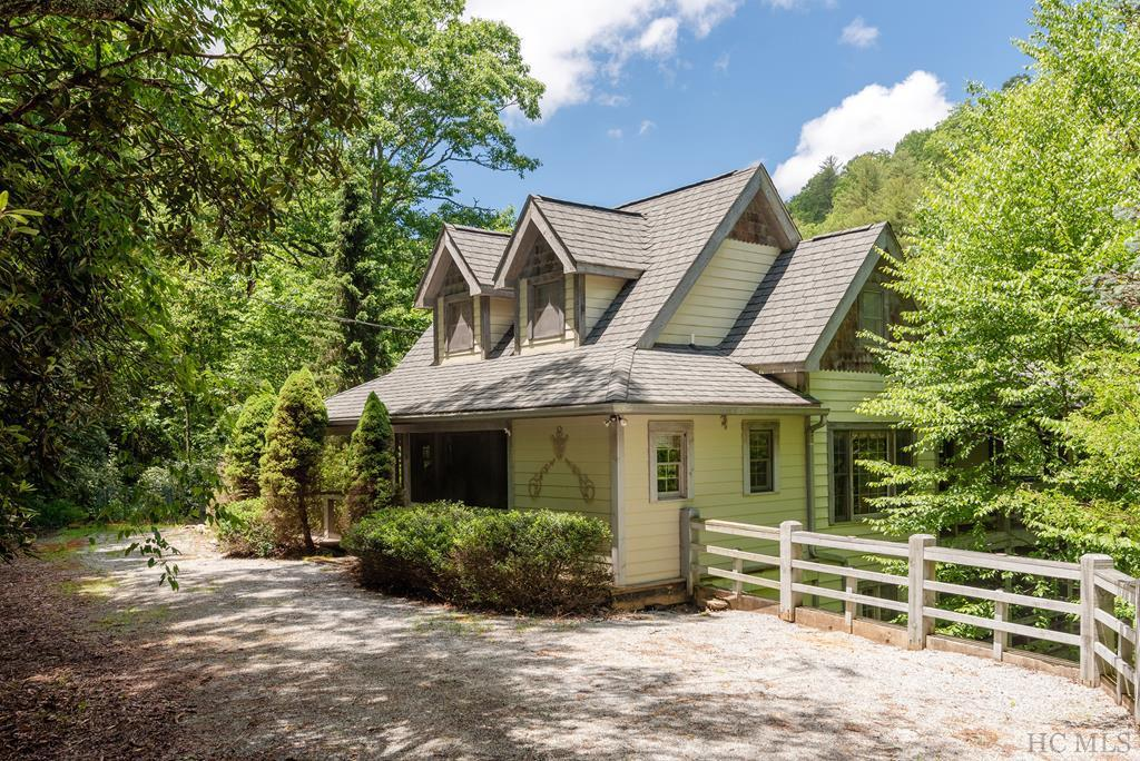 Photo of home for sale at 2085 Great Falls Drive, Glenville NC
