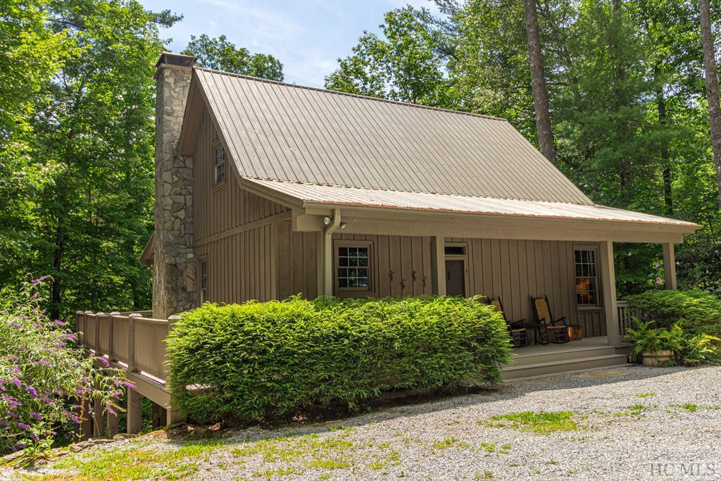 Photo of home for sale at 6045 Whiteside Cove Road, Cashiers NC